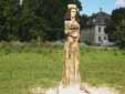 Skulptur vor Schloß Quetz