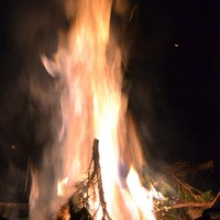 An der Feuerwehr werden auch dieses Jahr die Weihnachtsbäume verbrannt.